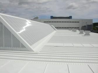 遮熱塗料ミラクール施工実績2011 カイインダストリーズ(株)本社工場屋根2,352㎡ S100クールホワイト施工