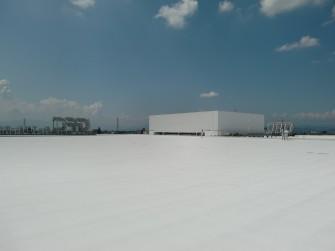 遮熱塗料ミラクール施工写真 岐阜県 社屋屋上(アスファルト砂付きルーフィング)AW700クールホワイト施工