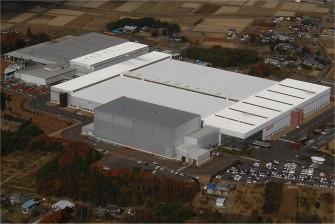 遮熱塗料ミラクール施工写真 岐阜県 工場屋根(アルミ鋼板)65,000㎡ F200クールホワイト施工